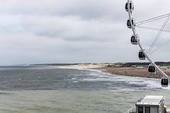 Scheveningen (Toazty) Tags: beach strand niederlande holland scheveningen denhaag riesenrad observationwheel ferriswheel nordsee northsea wellen waves clouds coudysky himmel wolken