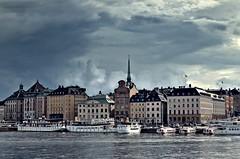 Stockholm Old Town (Arnzazu Vel) Tags: architecture water stockholm estocolmo stoccolma escandinavia oldtown historicalbuilding historicalcitycenter edificiohistorico gamlastan sweden suecia sverige svezia clouds sea nubes