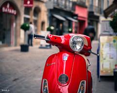 Vespa (Frd.C) Tags: dijon bourgogne vespa red scoot canon lens