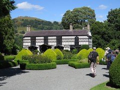 3215 Plas Newydd, Llangollen (Andy panomaniacanonymous) Tags: 20160806 bbb building cymru garden ggg hhh house llangollen plasnewydd ppp topiary ttt wales