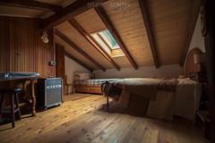 Copyright : Federico Contini (federico_contini_fotografo) Tags: stanza casa legno baita home room italy canon