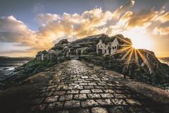 sur le pont du Fort (Francois Le Rumeur) Tags: fort pont bridge ruine soleil bretagne brittany france nikon d7100 paysage seascape landscape ocean mer ocan sea pierre extrieur nuage cloud hd 4k vhq uhq sun ray sunbeam 10mm