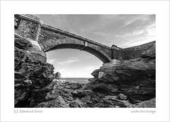 under the bridge (ekkiPics) Tags: bretagne crozon fortdescappucins mer falaises pont ancien bastion littoral architecture sea meer bridge brcke stone pierre coast seaside blackandwhite