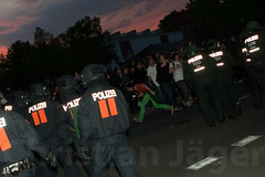 1.Mai Berlin 2012-9625 (Christian Jäger(Boeseraltermann)) Tags: berlin demonstration feuer polizei brutal 1mai pyros barrikaden schläge pyrotechnik polizeigewalt festnahmen tritte schwerverletzt christianjäger wawe10000 boeseraltermann 017634423806