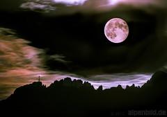 Full Moon and Kampenwand - Not a classic Montage (alpenbild.de) Tags: cloud moon mountain mountains alps nature berg night clouds landscape bayern deutschland bavaria mond nikon nacht natur wolke wolken berge alpen landschaft d800 gebirge kampenwand gipfelkreuz marterl 德国 巴伐利亚 chiemgau aschau chiemgaueralpen heliconfocus d800e nikond800e alpenbildde