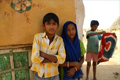 Children.  Thar desert (Claire Pismont) Tags: street travel portrait india color colour girl colorful asia child desert earth asie couleur jaisalmer thar rajasthan inde viajar streetshot travelphotography thardesert earthasia pismont clairepismont