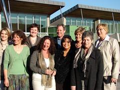 Geert is omringd door het team van Wibier