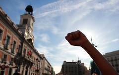 Puño en alto (FerLinyera2) Tags: madrid sol puertadelsol 15m spanishrevolution democraciarealya acampadasol 12m15m