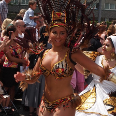 P5260132_redigerad-1 (andersripa) Tags: men female gteborg dance women samba sweden gothenburg feathers may parade latin sverige jpeg carneval dans beatiful karneval 2012 maj parad hammarkullekarnevalen mn fjdrar folkdans kvinnor candersripa hammarkullekarnevalen2012