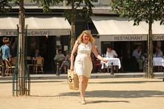 Place Dauphine - Paris (France) (Meteorry) Tags: street woman white paris france square spring europe dress legs robe candid femme cit may blonde rue blanc printemps jambes 2012 ledelacit meteorry placedauphine blondine parispeople gaubert noblesseoublige lebarducaveau