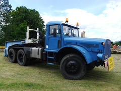 WILLEME RD 615 DT 6X4 semi-remorque porte engins KAISER (hayes69) Tags: truck exposition lorry camion kaiser manifestation lkw willeme semiremorque locomotionenfete porteengins