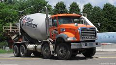 Béton provincial (Gerard Donnelly) Tags: truck cement mixer camion mack beton bétonière