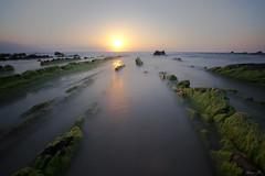 Playa de Barrika (Alaia A.) Tags: espaa sol atardecer mar spain nikon sigma playa bizkaia ocaso vizcaya roca barrika playadebarrika d3100 nikond3100 sigma102035exdchsm