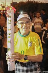 Todas so Tochas Olmpicas (guanaeslucas) Tags: street old brazil sports brasil canon gente games story olympic dslr festa homem esporte jogos histria comemorao vontade coi bauru idoso olimpica olimpiada tocha
