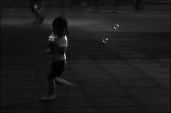 F_DSC3184-BW-Nikon D800E-Nikkor 24-70mm-May Lee  (May-margy) Tags: maymargy bw              fdsc3184bw portrait bubbles blur water park streetviewphotographytaiwan taipeicity repofchina nikon d800enikkor 2470mmmay lee  followme