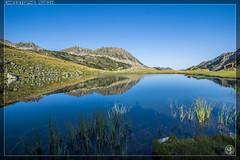 Lac de Coueyla-Gran surveill par la cabane d'Aygues Cluses (stofmania) Tags: ayguescluses christopheaubin coueylagran stofmania lac lake montagne mountain randonne reflects reflets