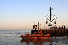 02-IMG_3705 (hemingwayfoto) Tags: bremerhaven deutschland frh hafen lichtstimmung morgens motorschiff nationalpark norddeutschland nordsee schiff schifffahrt sonnenaufgang verkehr wattenmeer