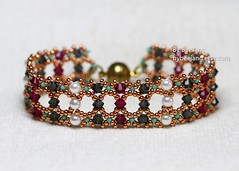 Simple Crystal Bracelet (BeeJang - Piratchada) Tags: beadweaving beading beadwork bracelet jewelry morion black gray ruby red swarovski crystal miyuki muscat pearl white handmade