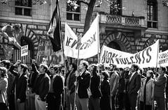 (.Bubamara.) Tags: rivoluzione azione manifestazione bandiere francia paris 68 sessantottini riprese boulevard pellicola giovani 1968 film scena ripresa frame