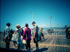 Hollywood is that way! (Thad Zajdowicz) Tags: people outdoor santamonicapier santamonica california zajdowicz cellphone snapseed motorola droid turbo outside color android mobile availablelight woman man smartphone cameraphone creativecommons