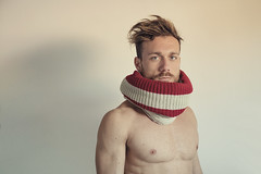 Salvatore (francesco ercolano) Tags: man male blonde eyes blue portrait red wall wool