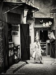 Life Fragments @ Marrakech (v) (Jos Carlos Costa) Tags: marocco marrocos marrakech street people arab life bw jccosta canon6d