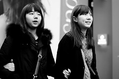 two girls doing some shopping in Meongdong (CyprienR) Tags: blackandwhite korea seoul 2012 myeongdong coreenne