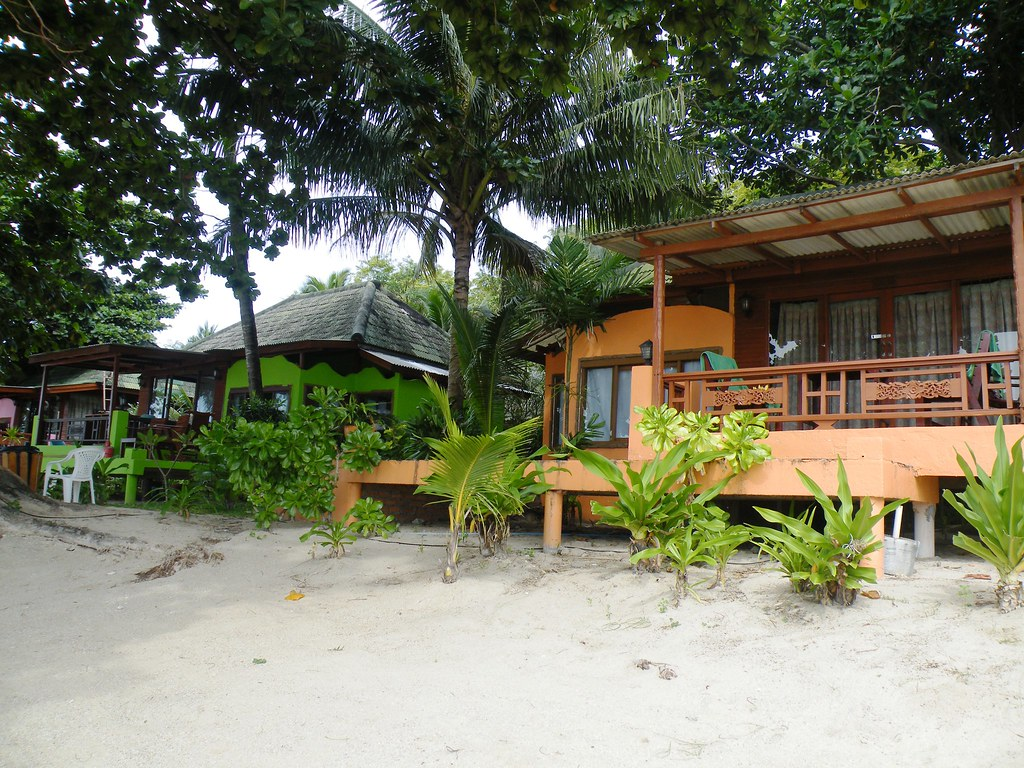 Older beach bungalows, Lamai Beach, Ko Samui, Thailand
