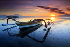 Bahtera Menyambut Fajar (Pandu Adnyana Photography Tour) Tags: bali beach sunrise indonesia landscape photography boat tour traditional guide pantai sanur karang jukung baliphotography balitravelphotography baliphotographytour baliphotographyguide