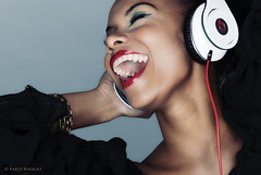 beat it! (- Matalobos -) Tags: portrait music girl monster nikon sharper colombian headphone beats beatit d80 bestportraitsaoi elitegalleryaoi mygearandme mygearandmepremium mygearandmebronze ringexcellence dblringexcellence tplringexcellence beatsbydrdrestudio nikkor105mm2dc pablobaracat