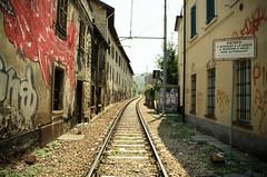 Binari (sergio.ch) Tags: italy como train europe italia cartello murales lombardia treno lombardy binari treni sereno
