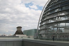 Berlin: Reichstag (stuartpaterson) Tags: city berlin germany dom reichstag german dome civic kaiser russian spree bundestag tiergarten reich berlinerdom prussia prussian hohenzollern vladimirputin germanchancellor riverspree underdenlinden derdeutchervolk burningreichsatg germanchancelley