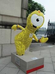 UK - London - Olympic Mascots - A-Z Map Wenlock (JulesFoto) Tags: uk england london wenlock lambethbridge london2012 olympicmascots
