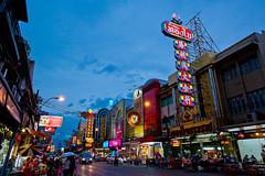 China Town  (olvwu | ) Tags: road street city shopping thailand store chinatown cityscape bangkok chinese business    jungpangwu oliverwu oliverjpwu olvwu jungpang chareonkrungroad