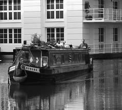 Cool water ! (Pierre Mallien) Tags: street london canon eos boat town canal eau raw camden londres streetphoto bateau rue regent camdentown londonist regentcanal pitvanmeeffe mallien pierremallien