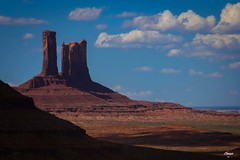 Monument Valley (Chauxe) Tags: voyage trip travel usa naturaleza rock canon landscape nationalpark rocks unitedstates paisaje roadtrip monumentvalley paysage canoneos roches roche photographe etatsunis parcnational ouestamericain ouestamricain canoneos60d photographefranais chauxe