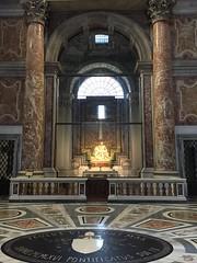 Rome: St. Peter's Basilica - Michelangelo's Piet (escriteur) Tags: img4173 rome roma saintpetersbasilica stpetersbasilica basilicadisanpietro vaticancity michelangelo piet pieta madonna christ