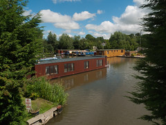 Floating house (Jackie & Dennis) Tags: houseboat stmarysmarina rufford