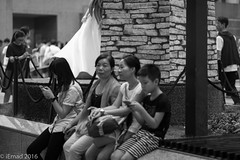 Life in Motion - Family at rest... (EHA73) Tags: aposummicronm1290asph leica leicamm typ246 hongkong travel bw blackandwhite family people crowd timessquare central streetphotography