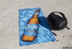Bud Light towel (Dawlad Ast) Tags: estados unidos america usa eeuu florida septiembre september 2016 sanibel toalla towell bud light beach towel playa mochila bag