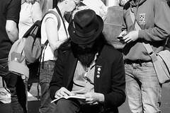 The Saw Man on a reading break 01 (byronv2) Tags: edinburgh edimbourg scotland candid street peoplewatching blackandwhite blackwhite bw monochrome man sawman music musician musicalsaw hat sunglasses beard book read reading edgargurreriro edinburghfestival edinburghfestivalfringe fringe fringe2016 edinburghfringe