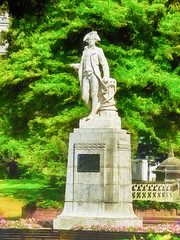Captain James Cook in Victoria Square (Steve Taylor (Photography)) Tags: james cook capain victoriasquare plinth art digital statue fence green white pink stone man newzealand nz southisland canterbury christchurch cbd city tree trees flower hat rope