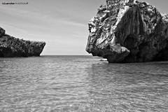 Cuevas del Mar 2 - BN (Enrique Gandia) Tags: sea espaa beach water canon mar spain agua asturias playa llanes fito cantabrico paraisonatural miradordelfito cuevasdelmar canonistas enriquegandia paiisajes