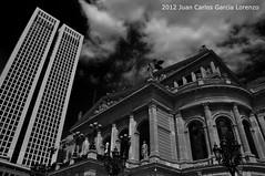 Frankfurt. Opernturm and Alte Oper (Juan C. Garca Lorenzo) Tags: travel bw architecture germany arquitectura nikon europa frankfurt eu bn alemania frankfurtammain ue hesse alteoper frncfort nikond90 opernturn