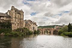 Le vieux palais et le vieux pont d'Espalion (CrOS Photographie) Tags: old bridge sky france castle architecture clouds river lot rivire ciel pont palais nuages chteau vieux olt aveyron midipyrnes