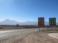 """San Pedro de Atacama: ruta del desierto. La route du désert et ses volcans. <a style=""""margin-left:10px; font-size:0.8em;"""" href=""""http://www.flickr.com/photos/127723101@N04/28602719923/"""" target=""""_blank"""">@flickr</a>"""