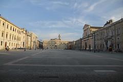 piazza Garibaldi - Senigallia (walterino1962) Tags: piazza palazzi chiesa campanili croci facciate portoni finestre panchine lampioni tavolini sedie persone nuvole luci ombre riflessi senigallia ancona
