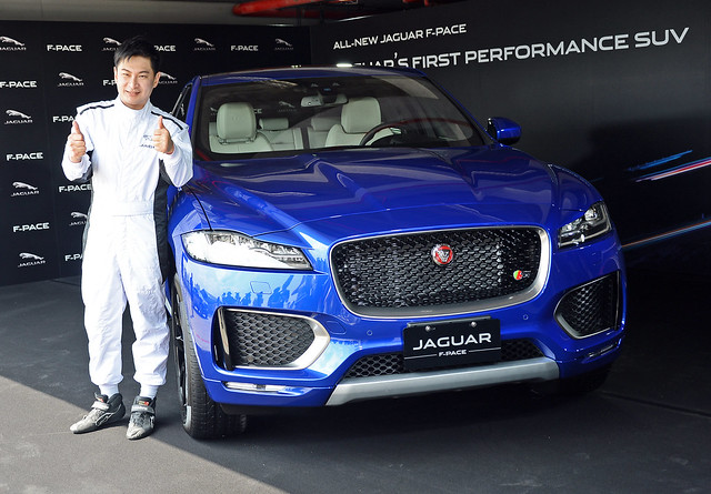 F-Pace-7