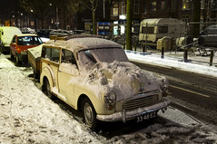 1964 Morris Minor Traveller (Curtis Gregory Perry) Tags: auto snow netherlands car night automobile den plate mobil 64 hague covered license british motor morris haag minor 1000 1964 automvil xe automobil     samochd  kotse  otomobil   hi worldcars   bifrei  automobili   gluaisten