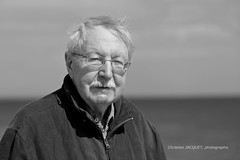 20120604CJ062-bw-imp (christian_jacquet) Tags: old sea mer france smile happy glasses path walk grandfather content age promenade pepe sourire papy chemin lunette quimper heureux grandpere